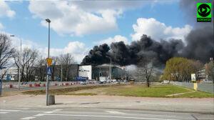 """Pożar na budowie Galerii Północnej. Dym duży, """"straty marginalne"""""""