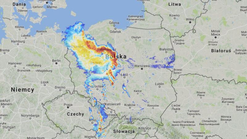 Opady nad Polską w piątek o godz. 22 (radar-opadow.pl/IMGW)