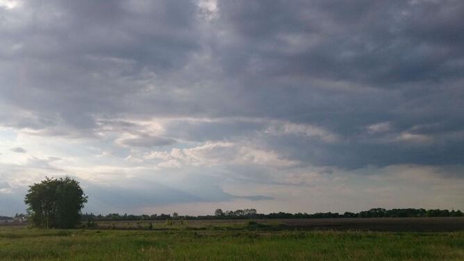Prognoza pogody na dziś: pochmurny dzień z przelotnym deszczem