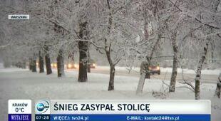 W czwartkowy poranek zasypywało Warszawę i nie tylko (TVN24)